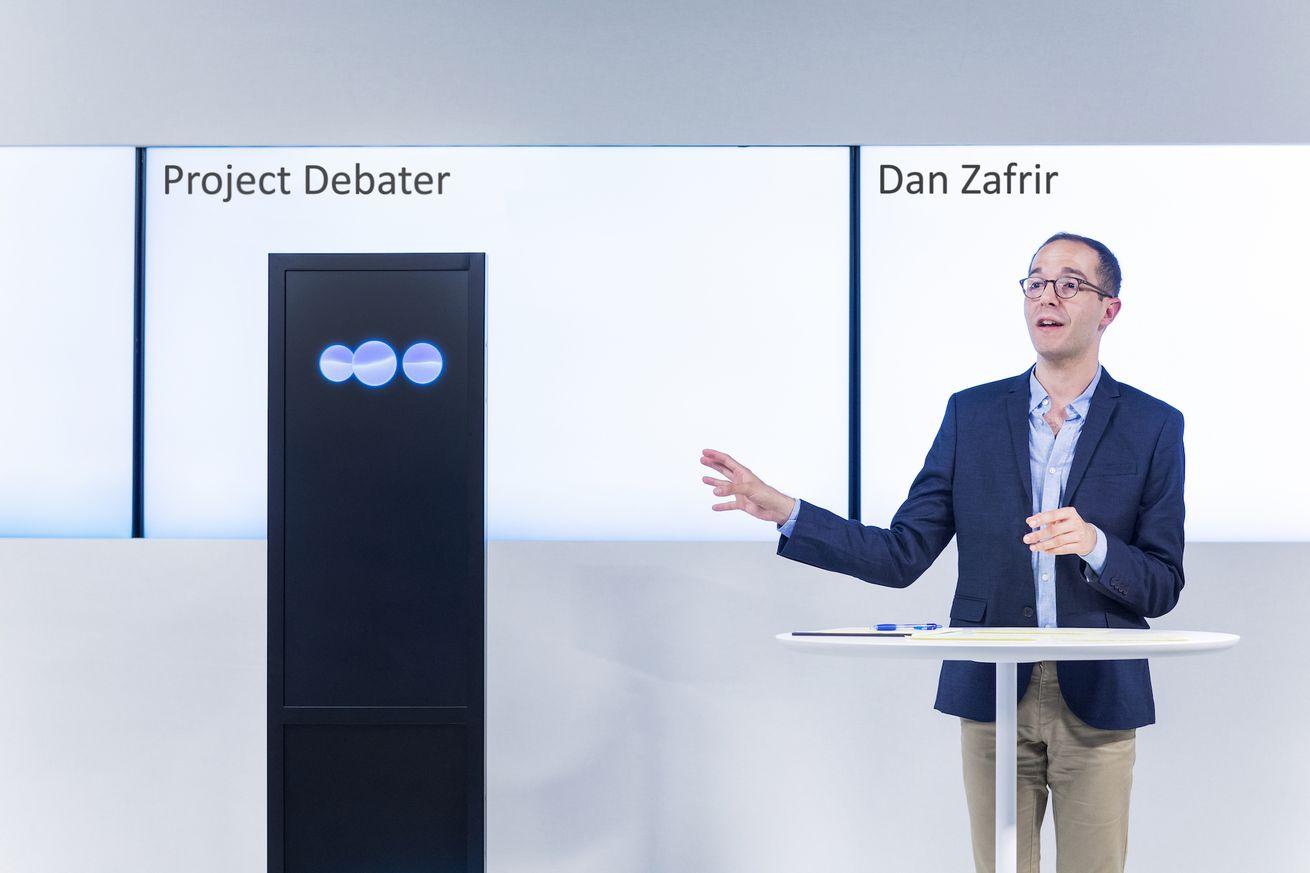 Cómo es ver una IA de IBM debatir con éxito a los humanos