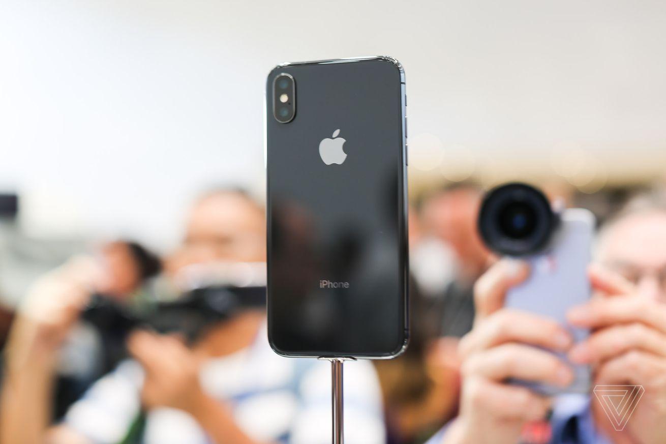Los rumores insinúan que el futuro iPhone X podría tener tres cámaras en la parte posterior