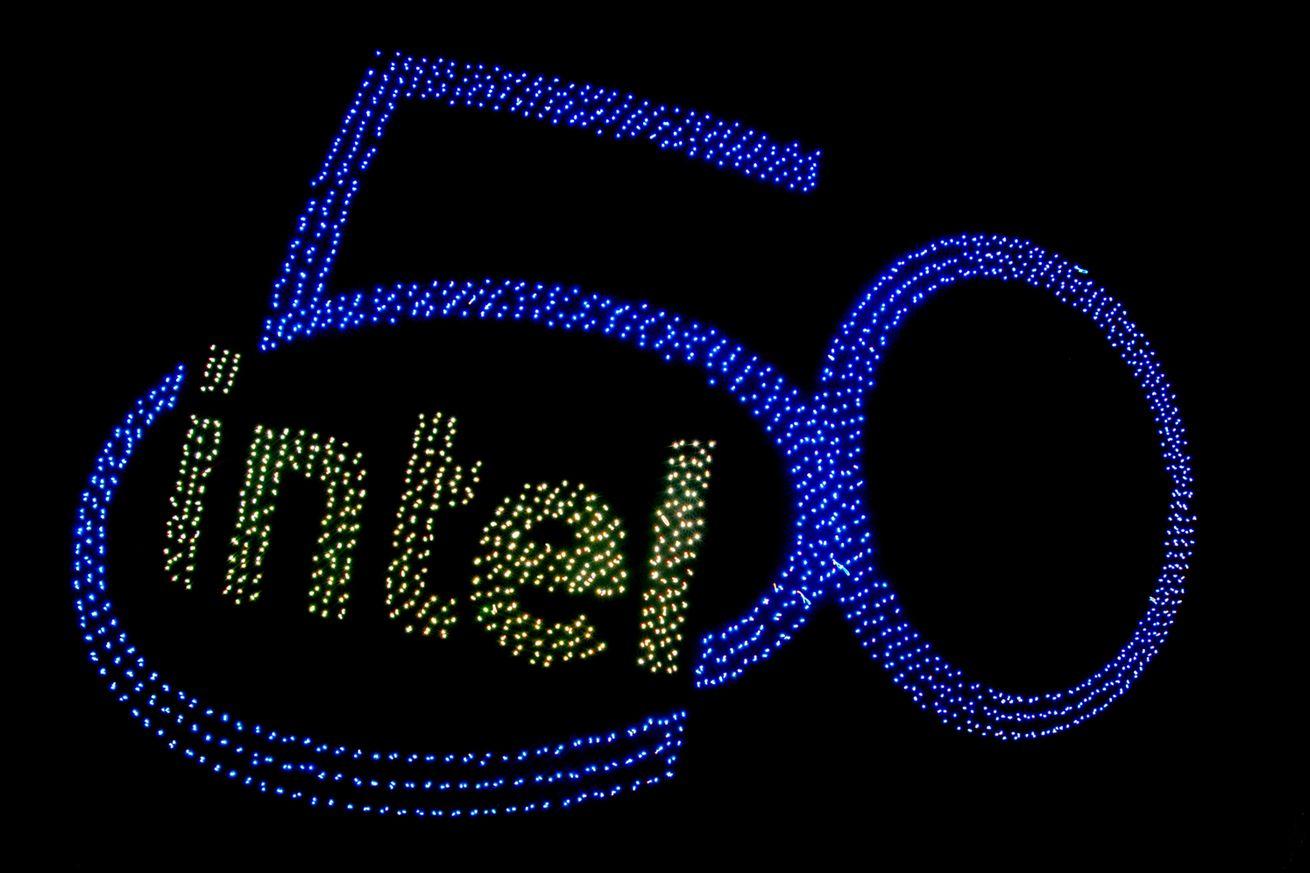 En su 50 aniversario, Intel se ve obligada a hacer menos con Moore