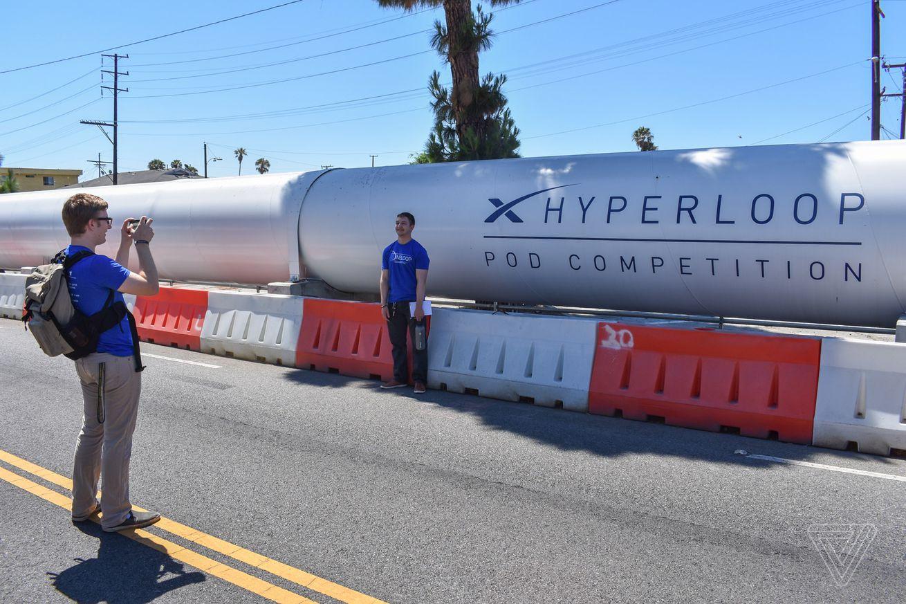 """La carrera de hipervelocidad de SpaceX tenía que ver con la """"velocidad máxima"""" (y la celebración de Elon Musk)"""