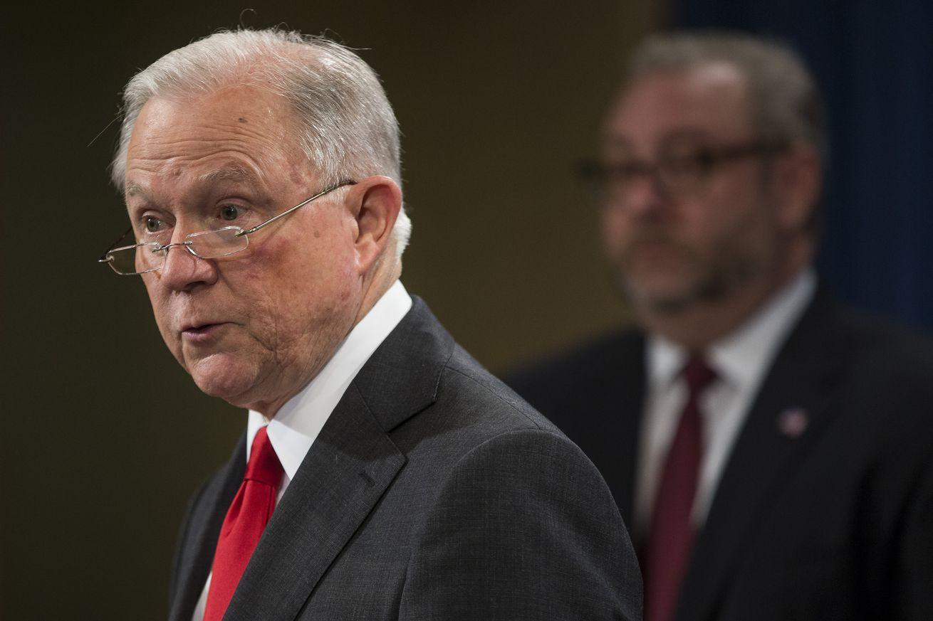 Defensores de la marihuana celebran después de que Jeff Sessions es expulsado