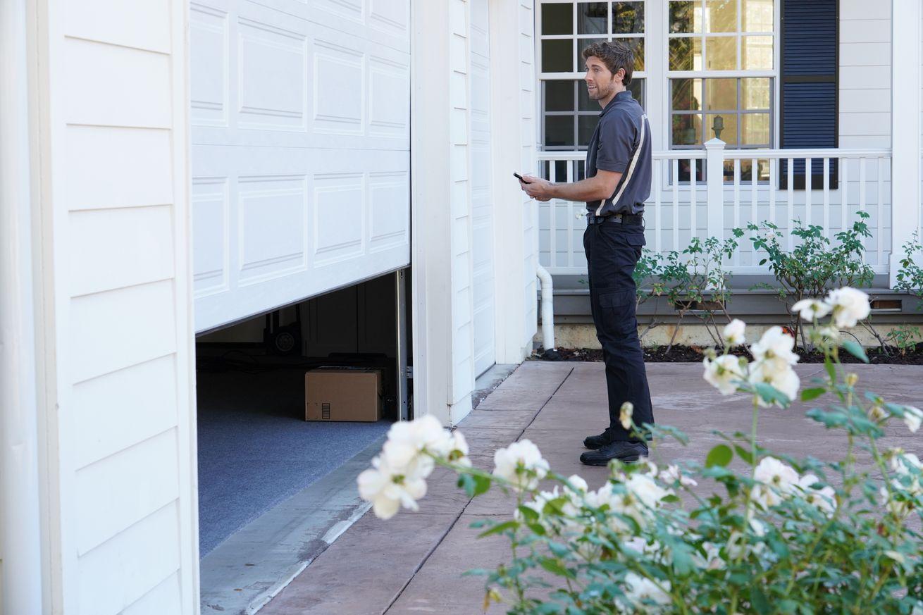 Amazon sabe que entregar paquetes dentro de su hogar es espeluznante, por lo que está probando en el garaje