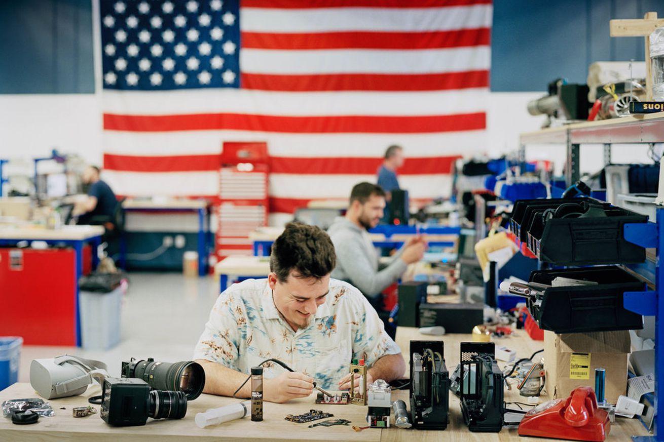 La compañía de Palmer Luckey obtuvo un contrato para el programa Project Maven AI del Pentágono